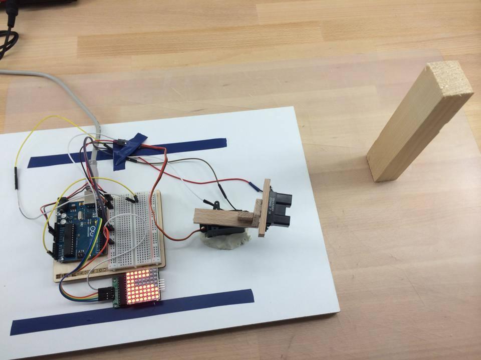 Hindernisse erkennen mit Arduino, Servo und dem IR Sensor GP2Y0A02YK von Sharp