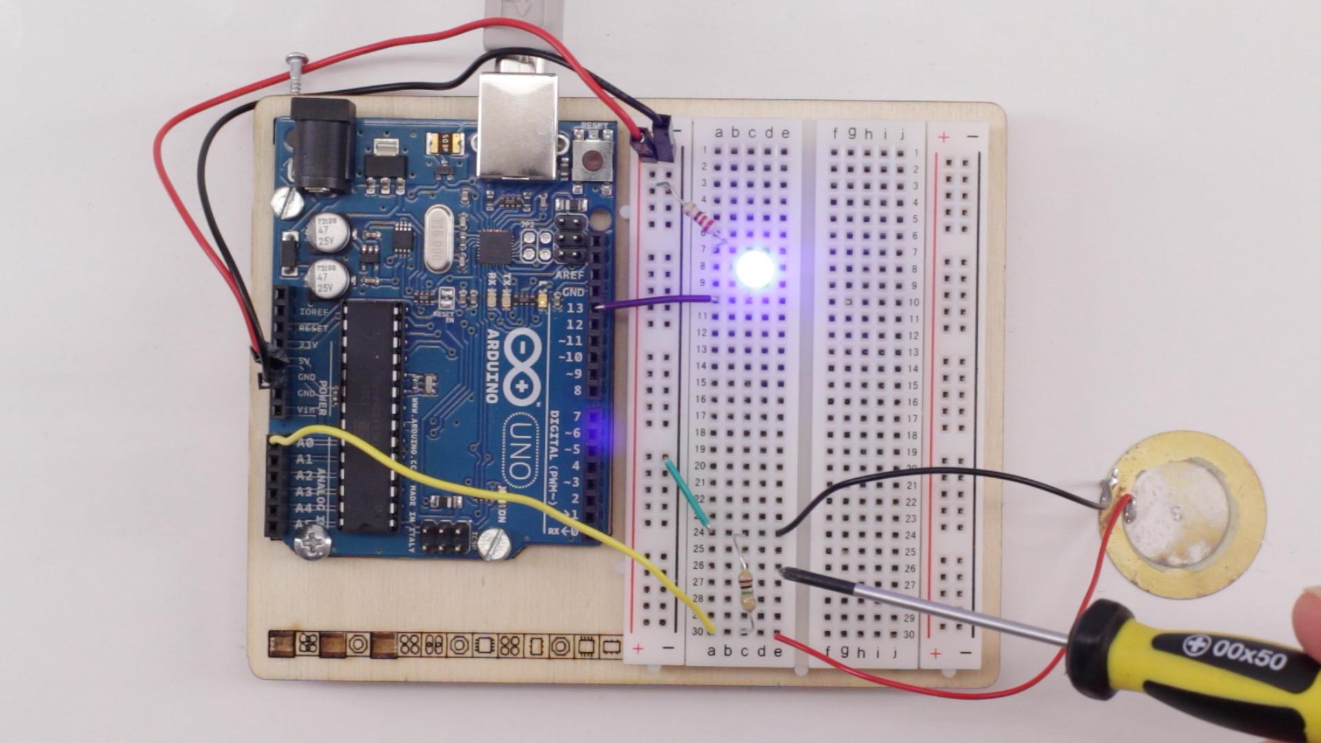 Piezo Sensor am Arduino abfragen